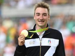 Elia Viviani, 27 anni, addenta il suo oro. Getty