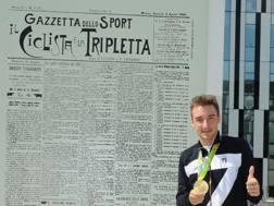 Elia Viviani, 27 anni, davanti alla storica prima pagina della Gazzetta