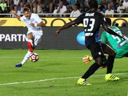 Ciro Immobile segna il gol dell'1-0 per la Lazio. Ansa