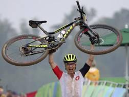 L'esultanza di Nino Schurter, 30 anni, dopo aver conquistato l'oro. Reuters