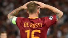 Daniele De Rossi, 33 anni, disperato dopo l'espulsione contro il Porto. Reuters