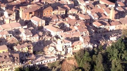 Una veduta aerea di Amatrice (Rieti), ripresa da mezzi di elisoccorso, dopo il terremoto. ANSA