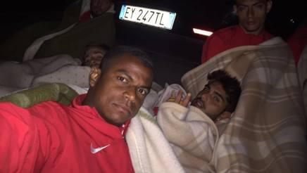 I giocatori del Foggia dormono in strada. Giovanni Evangelista