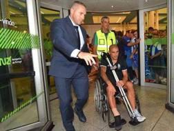 L'arrivo in aeroporto di Maxi Pereira, 32 anni. Abola.pt