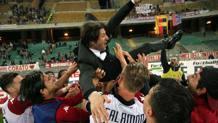 Massimo Rastelli, 47 anni, festeggia la promozione conquistata col suo Cagliari nella serie B 2015/16. LaPresse