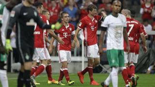 L'esultanza di Lahm e Lewandowski, durante la goleada del Bayern Monaco sul Werder Brema. Ap