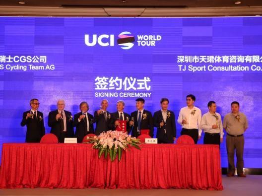 Da sinistra: Deng, Orlando Govi, Louis Shih, Mauro Gianetti, Giuseppe Saronni, Li zhiqiang, George Wang, Lowis Liu