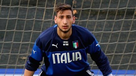 Gianluigi Donnarumma, 17 anni, con la maglia dell'Under 21. Getty Images