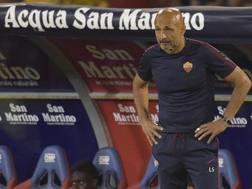 Uno sconsolato Luciano Spalletti durante Cagliari-Roma. Getty Images