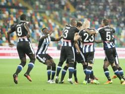 L'Udinese esulta dopo il gol di Felioe. Lapresse