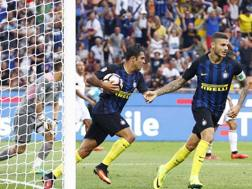 Mauro Icardi ed Eder dopo il gol. LaPresse