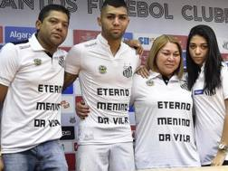 Anche la famiglia di Gabigol ha presenziato all'addio del giocatore al Santos