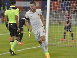 L'esultanza di Strootman dopo il gol al Cagliari. Getty Images
