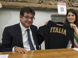 Pancalli e Raggi con la maglia dell'Italia