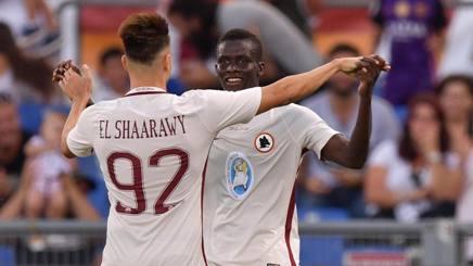 Keba abbracciato da El Shaarawy, dopo il gol nell'amichevole col San Lorenzo. LaPresse