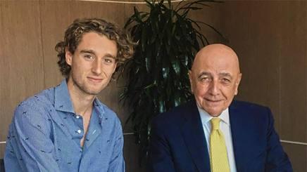 Niccol� Zanellato, 18 anni, con Adriano Galliani. AcMilan.com