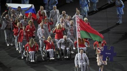 Paralimpiadi Rio 2016: i bielorussi con la bandiera russa. Scoppia la polemica