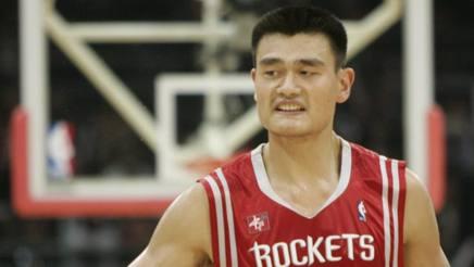 Nba, Yao Ming nella Hall of Fame: gigante, non solo in campo