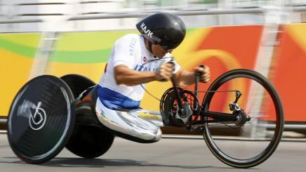 Paralimpiadi: Zanardi, rimonta d'oro: recupera tutti e si riconferma