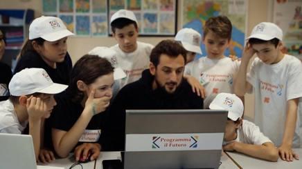 """Marco Belinelli, 30 anni, con i ragazzi di """"Programma il Futuro"""""""