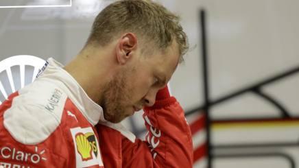 Sebastian Vettel, deluso dopo il guasto in qualifica a Singapore. Ap