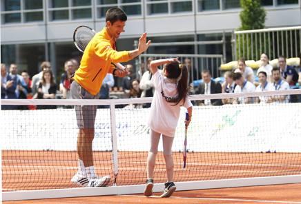 Novak Djokovic nel 2015 durante l'esibizione al Palazzo della Regione LAPRESSE