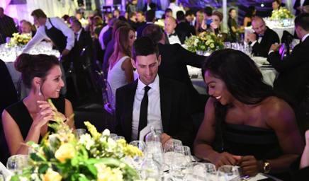 Flavia Pennetta e Serena Williams alla cena di Gala... Djokovic arbitro. Getty Images