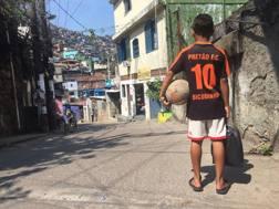 Il calcio per le vie di Rocinha
