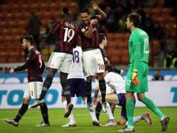 Bacca e Niang esultano davanti a Tatarusanu in Milan-Fiorentina dell'anno scorso. Ansa