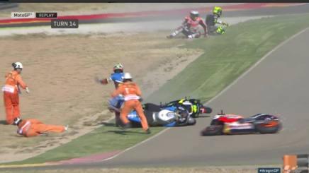 La caduta che ha coinvolto Marquez, Hayden e Pol Espargaro. Motogp.com