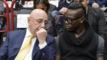 Galliani e Balotelli durante una partita dell'Olimpia Milano. Ciamcast
