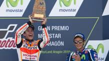 Marquez esulta sul podio di Aragon, Rossi terzo. Afp