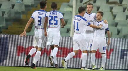 I festeggiamenti dopo il terzo gol, firmato dal Papu Gomez. Ansa