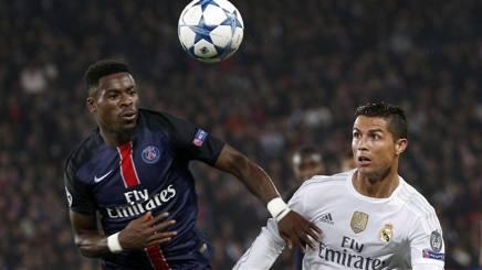 Serge Aurier (a sinistra) in azione contro Cristiano Ronaldo in una gara di Champions League. Ansa