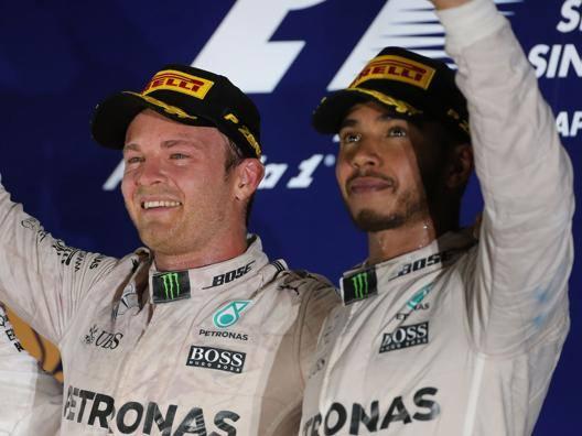Da sinistra Nico Rosberg e Lewis Hamilton. Lapresse