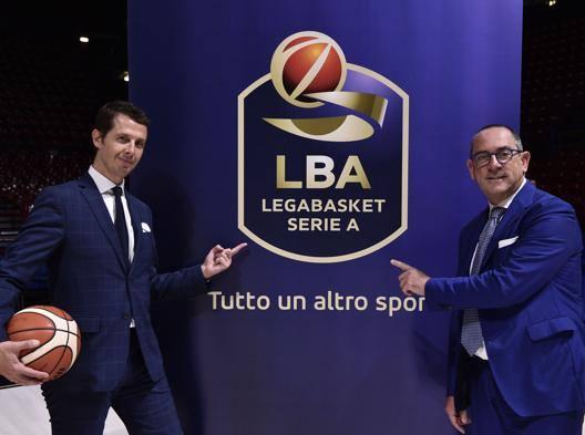 Il direttore generale di Lega Federico Zurleni col presidente Egidio Bianchi e il nuovo logo. Ciamillo