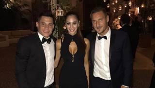 Francesco Totti con Iturbe e la compagna. Instagram
