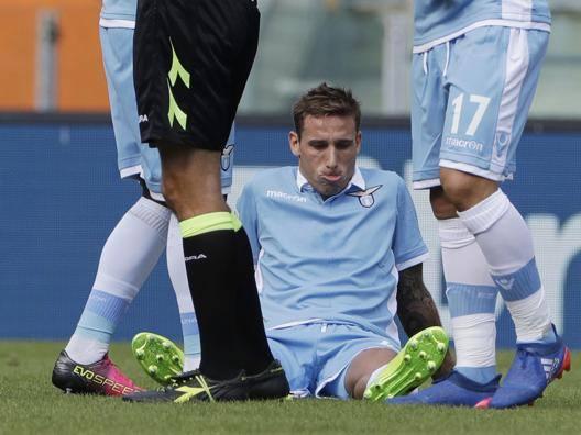 Lucas Biglia al momento dell'infortunio contro l'Empoli. Ap