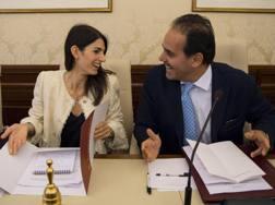 Virginia Raggi col presidente della Commissione Cultura e Sport del Senato, Andrea Marcucci. Ansa