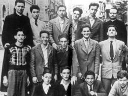 La classe di Silvio Berlusconi, terzo da sinistra in alto. Ansa