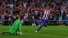 Neuer battuto da Carrasco, Torres esulta. Getty Images