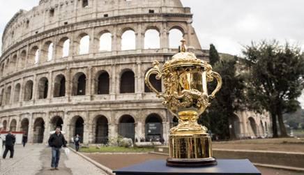 La Webb Ellis Cup davanti al Colosseo nel tour fatto in Italia. Fama