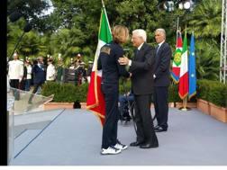 Pellegrini riconsegna la bandiera tricolore a Mattarella