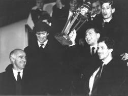 Sacchi e Berlusconi festeggiano con Donadoni, G.Galli e Baresi la conquista dell'Intercontinentale 1989. Rcs