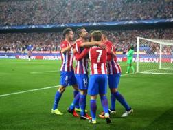 L'Atletico festeggia Yannick Ferreira Carrasco . Reuters