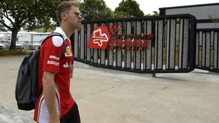 L'arrivo di Sebastian Vettel al paddock di Sepang. Colombo