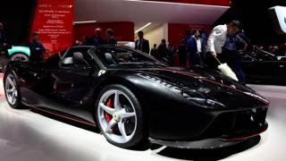 La Ferrari Aperta in vetrina al Salone di Parigi. Afp