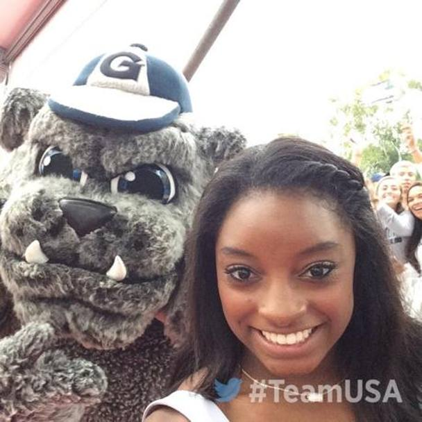 Il selfie di Simone Biles ai Team Usa Awards