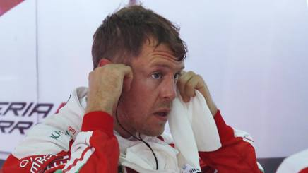 Sebastian Vettel ai box della Ferrari. Ap