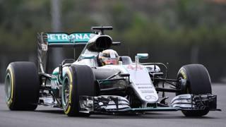Lewis Hamilton in azione nelle qualifiche a Sepang. Afp